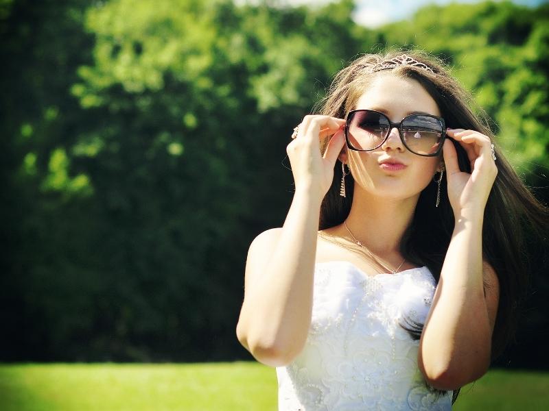 Pilihan Kaca Mata untuk Sang Pengantin Wanita