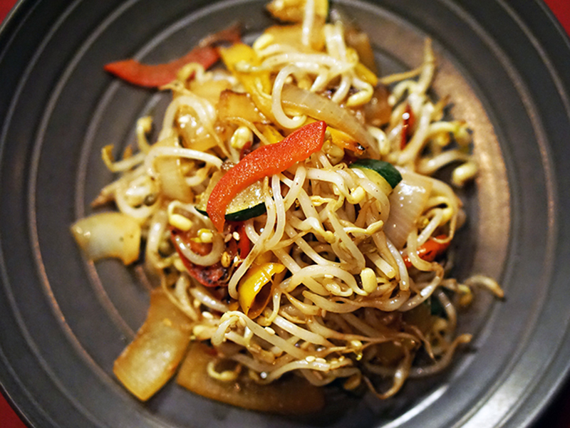 Fresh Vegetables Bean Sprout, Bell Pepper & Zucchini