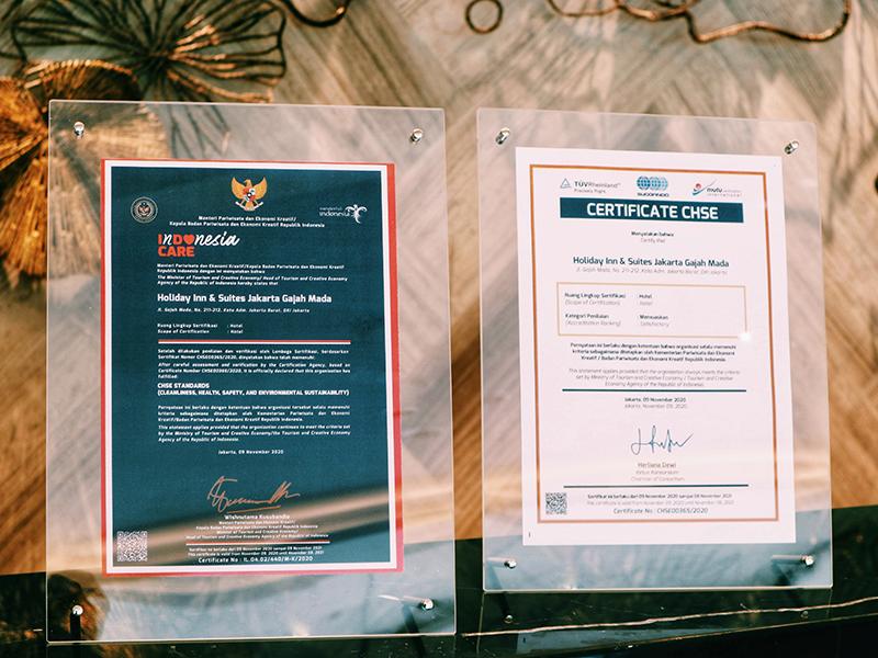 Hotel Holiday Inn & Suites Jakarta Gajah Mada Mendapatkan Sertifikat CHSE  dari Kementerian Pariwisata dan Ekonomi Kreatif